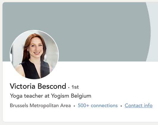 Profil professionnel d'une jeune femme travaillant à Bruxelles