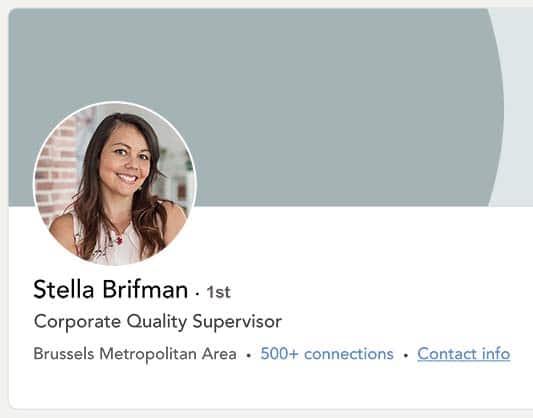 CV professionnel sur LinkedIn avec la photo d'une jeune femme souriante.