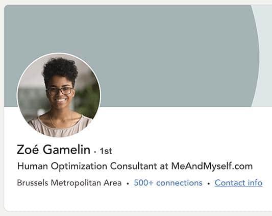 Photo de profil LinkedIn d'une jeune femme qui travaille à Bruxelles